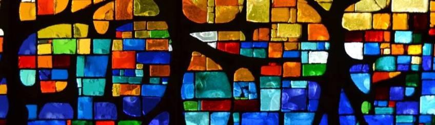 Polychromes Glasfenster