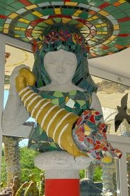 397px-2013_Bruno_Weber_Skulpturenpark-Führung_-_Wasserparkhaus_-_Innenansicht_2013-08-02_11-51-30