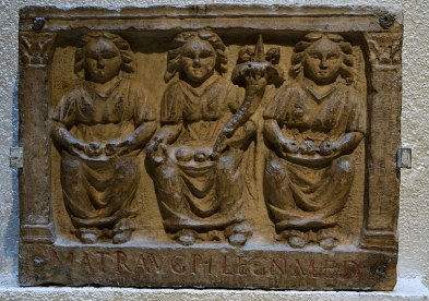 800px-Matres_-_Musée_gallo-romain_de_Fourvière_(ESP_1741)